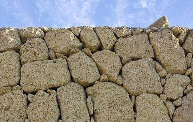 I nuovi muri, fra civiltà morenti e barbarie che avanza, nuovi poveri e povertà culturale