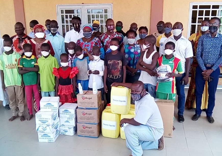 Consegna di cibo e mascherine ai rifugiati in Burkina Faso