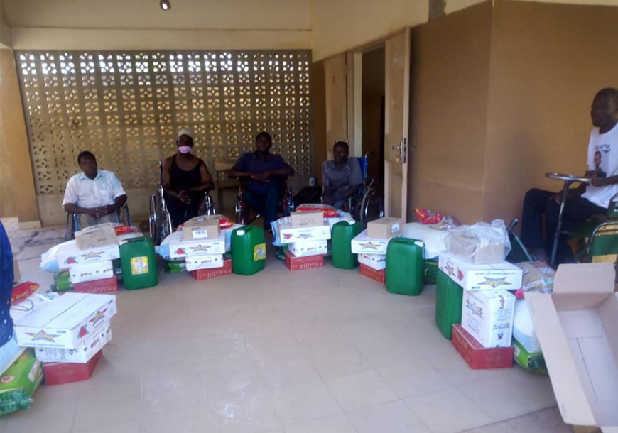 Consegna di cibo e beni di prima necessità ai disabili in Burkina Faso