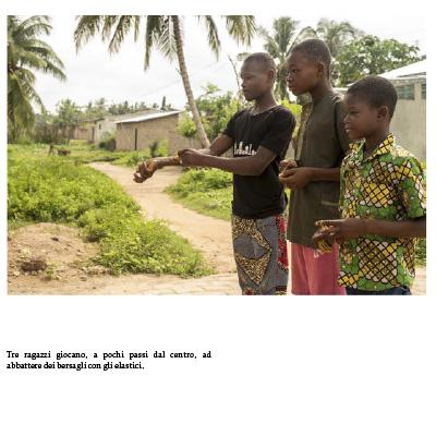 Pagina del libro fotografico di Tommaso Tancredi sul Benin